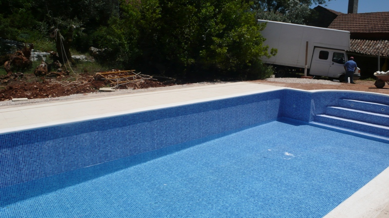 Keeping Your Swimming Pool Water Warm Archives The Castelo Blog