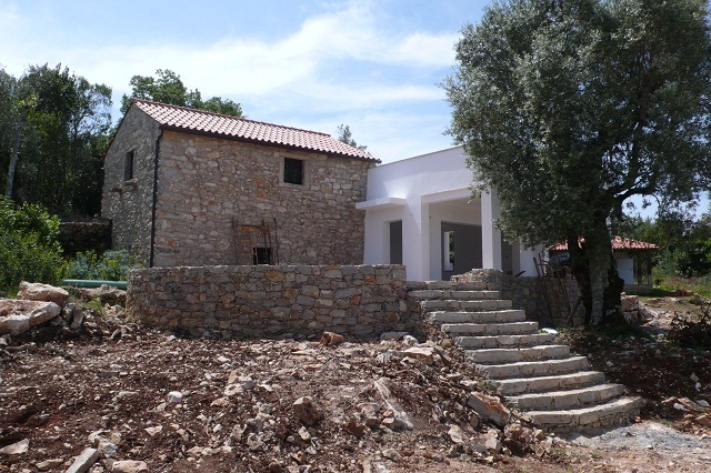 Atractive stone home