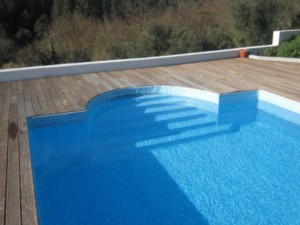 how to tell if your fibreglass pool is leaking