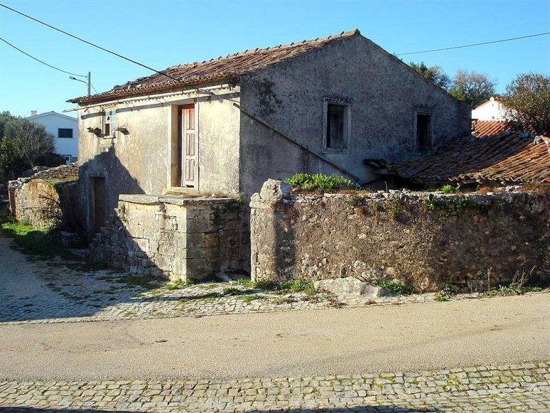 how to plaster an old Portuguese house, length of concrete floor joists in Portugal, building materials Portugal, reclaimed building materials Portugal, how to build a first floor deck, recommended insulation for walls in Portugal, Portuguese outside paint, tiles for external terrace, ways of building well insulated house walls, house painting Portugal, staircases for small spaces, German terrace tiling, sandwich panels – Portugal, how to fit a damp proof membrane, Portuguese outside paint, plaster boarding old stone house castelo construction, central portugal construction,building costs in Portugal, cost of building a house in Portugal,how are houses built in Portugal, how much to build a house in Portugal, insulate a stone house, home insulation in Algarve, portugal house plan, how much would it cost to build a house in Portugal, heating firms in central portugal sun shades outside of the house, rising damp in villa in Portugal, house cracks in Portugal, rain damage to stone house, leaking in house from rain. roof tile sagging in bedroom, rising damp in villa in portugal how to build a sun shade, modern weather shades for building porch, pergolas rustica, wood sun shade, sun shades outside of the house, pergola uk, wood pergola and glass, sun shades for pergola rustic wooden post pergola, pergolen, glass pergola, alpendres self build in Portugal, traditional house plans in Portugal, architect costs in Portugal, 3 bedroom low cost house, Portugal house plan, off the shelf plaster moulding for ceilings, stone surround windows, how to make a window opening in a stone wall, enlarging window opening in stone wall, windows and doors Portugal positioning a wood burning stove, best position for wood burning stove, wood burner positioning, wood burner positioning, best position to put a log burning stove, where to position a wood burning stove, best place to position a wood burning stove, positioning a log burner, best position for a wood stove does borax kill woodworm, b